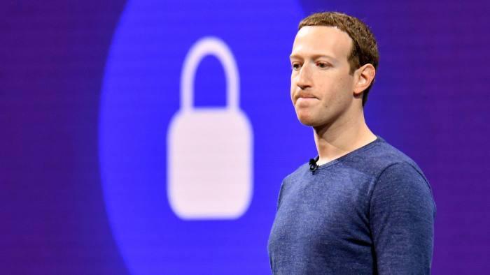 O noua lovitura: Facebook a incarcat fara sa vrea toate contactele de la 1.5 milioane utilizatori!